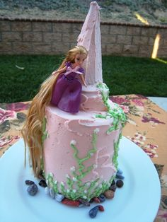 A step by step tutorial of a birthday cake featuring Rapunzel from the new Disney release, Tangled. A tower cake, covered in ivy with Rapunzel at the top Easy Kids Birthday Cakes, Tangled Birthday Party, Birthday Cake Girls, Princess Birthday, Birthday Ideas, Princess Party, Pretty Cakes, Cute Cakes, Pastries