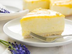 Zesty Sweet Treat: Lemony Lemon Curd Mousse Cake Want a dessert that'll knock your socks off? Try out our amazing lemon curd mousse cake! Lemon Mousse Cake, Lemon Cheesecake, Cheesecake Recipes, Dessert Recipes, Lemon Curd, Lemony Lemon, Vegan Tofu Cheesecake, Lemon Desserts, Lemon Recipes