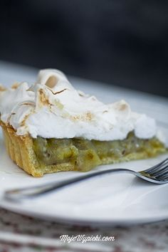 063014 gooseberries ~ And gooseberry tart with meringue Gooseberry Tart, Summer Berries, Meringue Pie, Fabulous Foods, Sweet Recipes, Food And Drink, Sweets, Cakes, Fruit