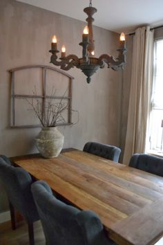 Illumination in every room is really crucial, especially in your dining-room to restore appetite. We will assist you discover a dining-room chandelier to develop a pleasurable ambience. Dining Corner, Dining Table, Decor Interior Design, Interior Decorating, Dining Room Light Fixtures, Woman Cave, Antique Lamps, Old Doors, Decoration
