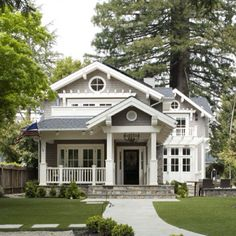 Craftsman/Cape Cod with great details.