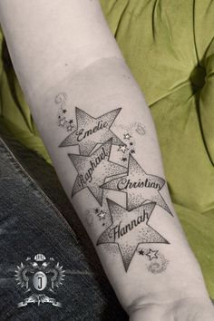 Tattoo Frauen Sterne Unterarm 27 Ideas - List of the most beautiful tattoo models Family Name Tattoos, Name Tattoos For Moms, Mommy Tattoos, Tattoos With Kids Names, Tattoos For Women, Star Tattoos, Forearm Tattoos, Body Art Tattoos, Sleeve Tattoos