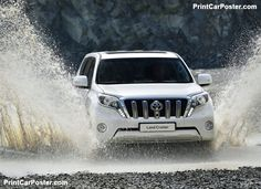 The vehicles designed to combine elegant and sporty look finds its best expression in the 2018 Toyota Land Cruiser. With a bit more boxier design, this new Land Cruiser makes itself far more attractive than the other vehicles in the same SUV category. Toyota 4x4, Toyota Cars, Toyota Hilux, Toyota Corolla, Toyota Land Cruiser 150, Land Cruiser 2017, Upcoming Cars, Car Posters, Cars