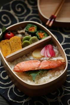 Japanese Bento with Grilled Salmon 焼き鮭弁当