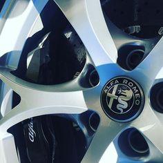 Alfa Romeo Giulia Quadrifoglio. Design bis ins kleinste Detail. / Designed even the details. #Alfa #alfaromeo #alfista #Alfisti #alfagiulia #Giulia #quadrifoglio #car #cars #wheel #wheels #horsepower #carsofinstagram #instacars #lameccanicadelleemozioni #fcaheritageclubscoordination