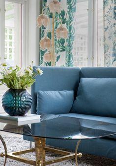 accessorize with flowers for spring. Söderhamn 3 seater high back in Teal Blue Tegnér Melange. www.bemz.com