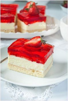 biszkopt z truskawkami Polish Desserts, Cookie Desserts, Sweet Recipes, Cake Recipes, Dessert Recipes, Nutella Cake, Special Recipes, Mini Cakes, No Bake Cake