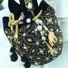 Mochila Crochet, Bohemian Look, Fashion Accessories, Diy Crafts, Wool, Purses, Chic, Store, Unique
