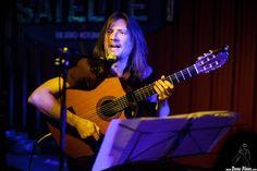 El guitarrista argentino Sacri Delfino, de estética heavy y fraseo con swing…