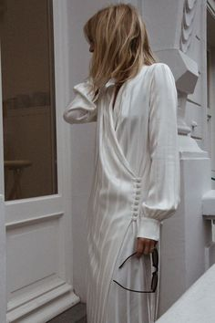 White button down dress we have chosen the newest fashion clothes for you. Fashion Details, Look Fashion, Womens Fashion, Fashion Design, White Fashion, Street Fashion, Looks Chic, Looks Style, Fashion Gone Rouge