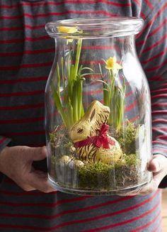 Der Goldhase Animal Print von Lindt & Sprüngli wird Ostern in diesen hübsch bepflanzten Gläsern verschenkt und bringt so ein bisschen Frühling und leckerste Schokolade zu den Liebsten nach Haus!