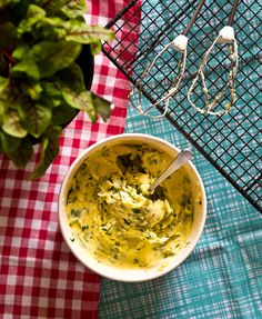 Hemmagjort Ramslökssmör Wild Garlic, Chutney, Food Art, Guacamole, Pesto, Canning, Ethnic Recipes, Nature, Naturaleza