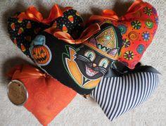 Primitive Halloween Ornies Heart Bowl Filler by auntiemeowsprims