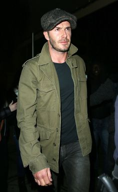 Apparently, Beckham has always had his very own individual style and doesn't conform to a single style of dressing. On the area, Beckham didn't skip a. Military Fashion, Mens Fashion, David Beckham Style, Military Field Jacket, Military Looks, Military Style, Hommes Sexy, Men Style Tips, Blazers