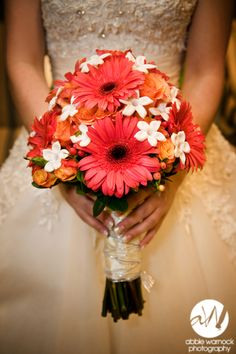 Wedding details - ideas - flowers - bouquet - bride - pink gerber daisies - orange roses - Stephanotis - photography by Abbie Warnock