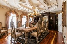 Magnificent, dramatic gated mansion on private, prestigious Doulton Place. Luxury Dining Room, Dining Room Design, Ontario, Double Staircase, Traditional Dining Rooms, Country Kitchen Designs, Rich Home, Million Dollar Homes, Indoor Swimming Pools