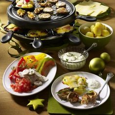 Our popular recipe for raclette on Christmas Eve and more than other free recipes on LECKER. Our popular recipe for raclette on Christmas Eve and more than other free recipes on LECKER. Fondue Recipe Melting Pot, Broth Fondue Recipes, Cheese Appetizers, Appetizers For Party, Appetizer Recipes, Tortellini, Fondue Raclette, Raclette Ideas, Vegan Party Food