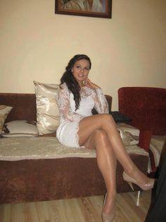 amateur dress upskirt white pantyhose
