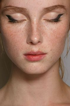 Makeup at Milan Fashion Week Spring 2015 Prada