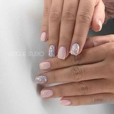Want some ideas for wedding nail polish designs? This article is a collection of our favorite nail polish designs for your special day. Love Nails, Pretty Nails, My Nails, Gel Nails Long, Wedding Nail Polish, Dipped Nails, Short Nail Designs, Square Nails, Nail Polish Designs