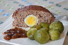 Recette de pain de viande maison : le fameux meatloaf américain à base de 3 viandes avec des œufs et de la sauce barbecue. Un délice à l'heure du déjeuner.