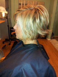 Textured hair cut salon Cheveux Westwood, KS – Régime Et Minceur Short Hair With Layers, Layered Hair, Short Hair Cuts, Mom Hairstyles, Medium Bob Hairstyles, Girls Hairdos, Razor Cut Hair, Medium Hair Styles, Short Hair Styles
