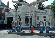Old Gas Station - Bedford, PA - old deco gas station, kinda neat.
