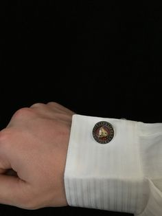 These are Triple Horn of Odin Viking Cuff Links! Perfect way to always show your Viking Pride no matter the event. These Cuff Links are 2 cm in diameter and look totally awesome! Give your dress shirt