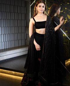 Dress Indian Style, Indian Fashion Dresses, Indian Designer Outfits, Asian Fashion, Designer Dresses, Black Lehenga, Indian Lehenga, Lehenga Choli, Alia Bhatt Lehenga