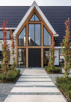 Exterior Design Home Garage Doors 15 Ideas For 2019 Residential Architecture, Architecture Design, Home Decoracion, Bungalow Renovation, Garage Door Design, Garage Doors, Bungalow Homes, Mansions Homes, Exterior Remodel