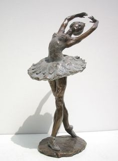 Bronze Portrait Sculptures / Commission or Bespoke or Customised sculpture by artist Vittorio Tessaro titled: 'Ballerina (bronze Ballet Dancer on Points Figurines statue statuettes)'