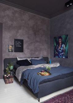 Aubergine fra Pure & Original kalkmaling, og veggene med malingen Fresco, som gir kalkfølelsen.