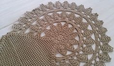 Confeccionada manualmente com linha natural de algodão em crochê.    Um toque especial à sua decoração.  Pode ser usada nos mais variados ambientes.    Medidas:  0,95 cm de cumprimento  0,6 cm de largura