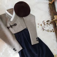 [모란나비한복]나비초롱 (@moranavi_hong) • Instagram photos and videos Modern Hanbok, Dress Outfits, Fashion Outfits, Dresses, Contemporary Fashion, Vintage Sewing Patterns, Traditional Outfits, Fashion Backpack, Style Me