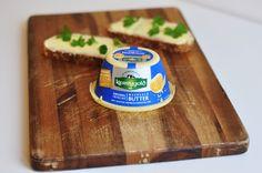 Mit Meersalz verfeinert ist die irische Butter von Kerrygold - perfekt um sie einfach pur auf frischem Brot zu genießen!