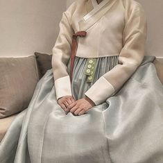 "Instagram의 THE DAN님: ""ㆍ ㆍ 가봉실 조명을 바꾸었더니 천연염색 명주 원단의 은은한 광택이 한층…"" Korean Traditional, Traditional Dresses, Korean Crafts, Modern Hanbok, Korean Dress, Good Old, Asian Fashion, Military Jacket, Dress Up"