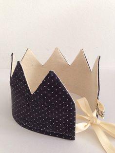 crown dark grey dots
