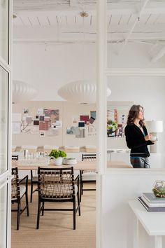 Look Inside the Offices of Interior Designers and Architects - Behind the Design - Dering Hall Interior Design Jobs, Small House Interior Design, Top Interior Designers, Interior Design Studio, Interior Architecture, Home Design, Design Studio Office, Cool Office Space, Office Interiors