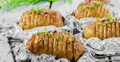 Ce week-end, c& barbecue party entre amis ou en famille ! Barbecue Potatoes Recipe, Barbecue Recipes, Grilling Recipes, Vegetarian Barbecue, Barbecue Party, Barbecue Grill, Gas Bbq, Pork Ribs, Potato Recipes