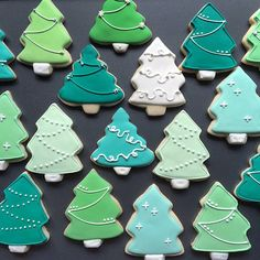 No space to trim a full tree in your home? Whip up a batch of these Christmas tree cookies instead. Christmas Tree Cookies, Iced Cookies, Royal Icing Cookies, Holiday Cookies, Christmas Desserts, Christmas Treats, Christmas Baking, Gingerbread Cookies, Christmas Tree Biscuits