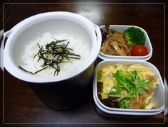 A hearty lunch jar bento for a boy in high school, made by his father. From a blog by a single father of two teenaged boys who makes bentos for the 3 of them daily. He makes a soup for himself instead of the big bucket of rice, to keep the calorie count down.