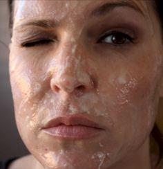 Sie schmiert sich 2 Zutaten auf ihr Gesicht. Was dann passiert, ist völlig verrückt! | LikeMag - Social News and Entertainment