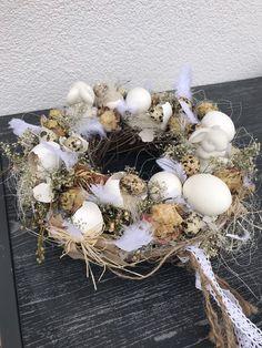 Osterdeko - Osterkranz Osterdeko - ein Designerstück von Svenja830 bei DaWanda Floral Arrangements, Etsy, Easter, Wreaths, Party, Crowns, Egg Shell, Dried Flowers, Dusty Pink