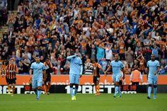 Điểm yếu của Man City khi chỉ sử dụng hai tiền vệ trung tâm là việc họ không có một tiền vệ phòng ngự có thể bảo đảm tốt nhiệm vụ phòng ngự. Điều này khiến họ trở nên yếu thế trong các tình huống phản công nhanh của đối phương, điển hình là ở những bàn thua trước Stoke City (ở Premier League) và AS Roma (ở cup c1 Champions League).