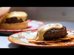 Hambúrguer ao molho de mostarda sobre galetes de batata - Receitas - Receitas GNT http://gnt.globo.com/receitas/Hamburguer-ao-molho-de-mostarda-sobre-galetes-de-batata.shtml