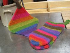 Felted pot holder and oven mitts