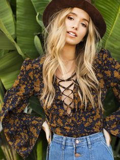 hippie outfits 157133474483369841 - Shop Lantern Sleeve Lace Up Plunge Neck Floral Top online. SheIn offers Lantern Sleeve Lace Up Plunge Neck Floral Top & more to fit your fashionable needs. Source by rophotodesignllc 70s Inspired Fashion, 70s Fashion, Look Fashion, Fashion Outfits, Womens Fashion, Fashion Brands, High Fashion, Mode Hippie, Bohemian Mode