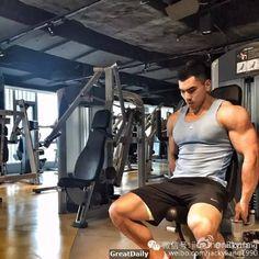 微博健身紅人特輯(11):JackyLiang 肌肉「巨霸」