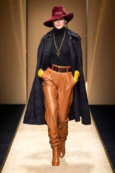 Luisa Spagnoli Herbst/Winter Ready-to-Wear - Fashion Shows Winter Maternity Outfits, Winter Outfits Women, Winter Fashion Outfits, Autumn Fashion, Summer Outfits, Fashion 2020, Runway Fashion, Fashion Trends, Fashion Styles