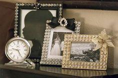 Aprenda a fazer um lindo porta retrato de casamento para colocar as fotos de um momento tão especial em sua vida. É super fácil e rápido de fazer.